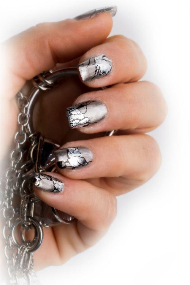 Foil gele negle fra nail4you, malet med akryl maling