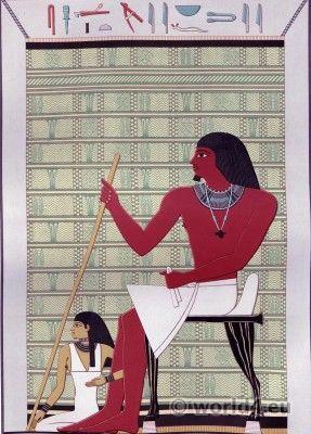 Quanto ao corte de costume egípcio antigo está em causa, podemos dividi-lo amplamente em quatro tipos a saber: (1) O tipo de túnica . (2) O tipo de robe . (3) O tipo da saia, com ou sem capa. (4) O tipo de xale ou cortina.