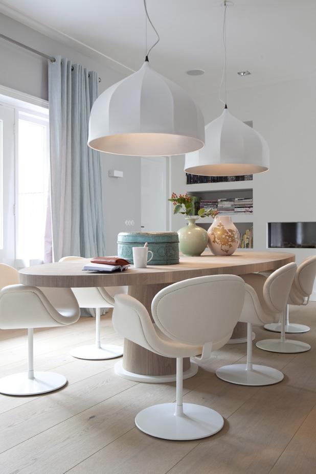 gashaard met boekenkast ernaast mooi. Leuk een ovale tafel.