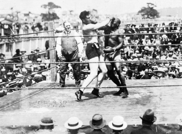 Jess Willard, left, lands a punch against Jack Johnson during the World Heavyweight fight in Havana,