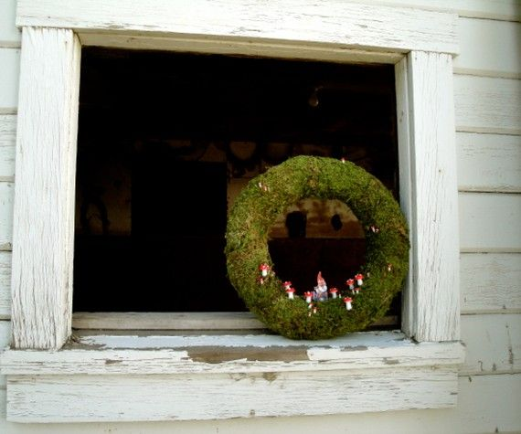 made by thechicadeeshop. Isn't this gnome wreath adorable?
