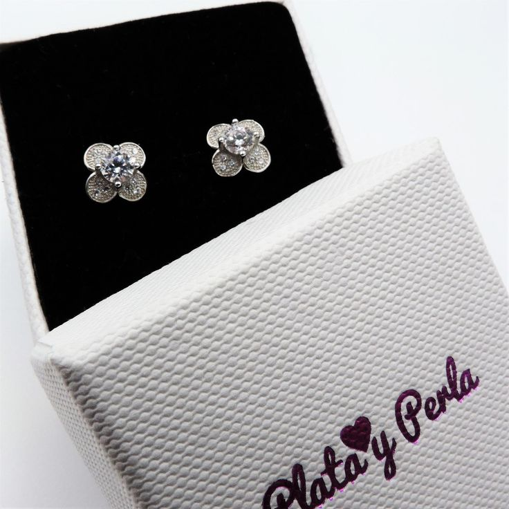 Pendientes de plata para niña forma de flor