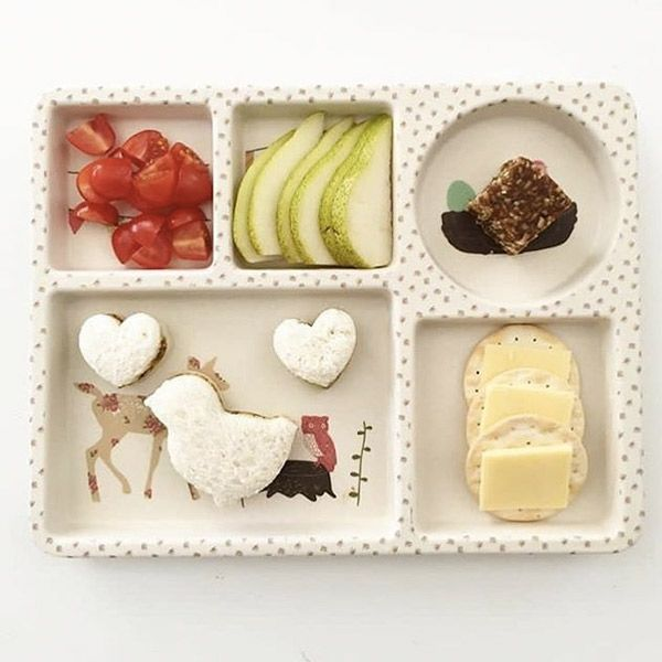 Snack Art can be so much fun - we love how easy this one is and it looks super cute too - searching snack art brings up a whole host of crazy ideas - it's the perfect way to have fun, keep the little one's energy levels topped up, and develop an interest in food. #foodart #bamboodinnerware #kidsfun #activitiesforkids