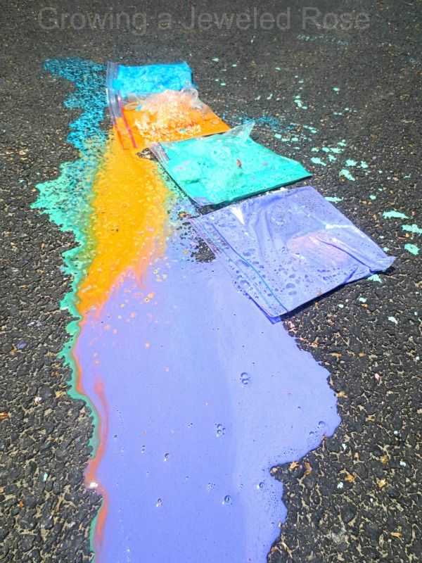 Exploding Sidewalk Chalk, super fun play and color recognition activity! @JeweledRose #sidewalkchalk #outdoorfun