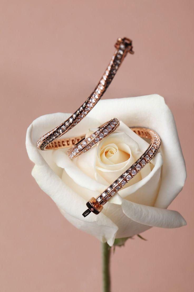 Collezione Futura | Bracciale tennis  oro rosa e diamanti. #crieri #crierigioielli #anniversary #diamond #jewelry #engagement #goldrose #ororosa #oro #jewelry #tennisbracelet #diamonds #diamanti #gift #jewels