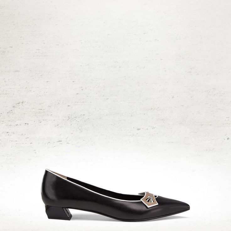 The Fendi Fall/Winter 2014-15 black pointy-toe flat calfskin pump with studded detail.