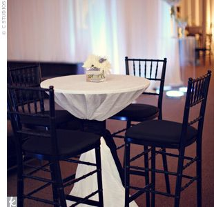 17 best images about parties black white on pinterest for Cocktail tables party