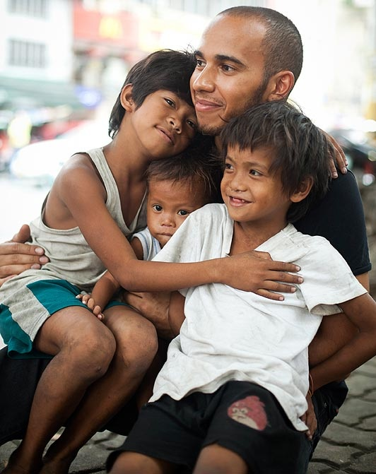 Formula One star Lewis Hamilton has teamed up with UNICEF to make a short video documenting the street children in Manila. The film premieres during Soccer Aid on ITV 1 on 27th May. Lewis met with some of the 85,000 children who live on the streets of Binondo.