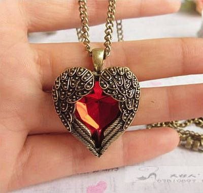 Free shipping 2017 new long acrylic vintage ruby red heart pendant necklace chain royal carved personality beautiful women love