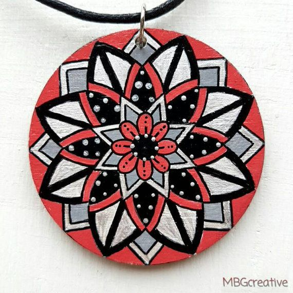 Bekijk dit items in mijn Etsy shop https://www.etsy.com/nl/listing/501878767/necklace-with-handpainted-wooden-pendant