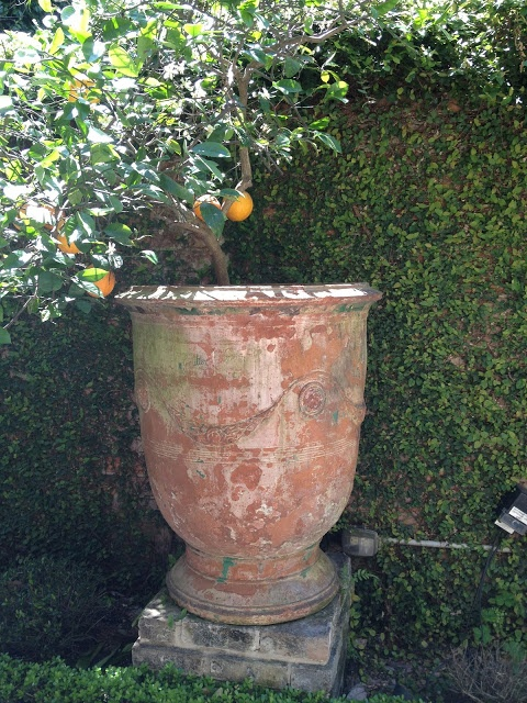 vignette design: Anduze pot - love that patina
