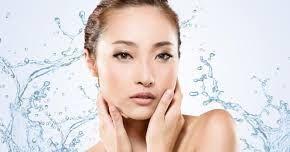 Las niñas coreanas son muy meticulosos en cuanto a su cuidado de la piel y muchos de ellos siguen un régimen muy estricto, de diez pasos cada día. El resultado es que las damas de Corea son famosas por sus hermosas, claras y húmedas tez. Es posible que no desee ir tan lejos como un estricto régimen de diez pasos, pero hay un cierto mucho que podemos aprender de las técnicas coreanas de belleza. Por lo tanto, aquí hay diez de los mejores consejos de belleza coreano que le ayudará a lograr una…