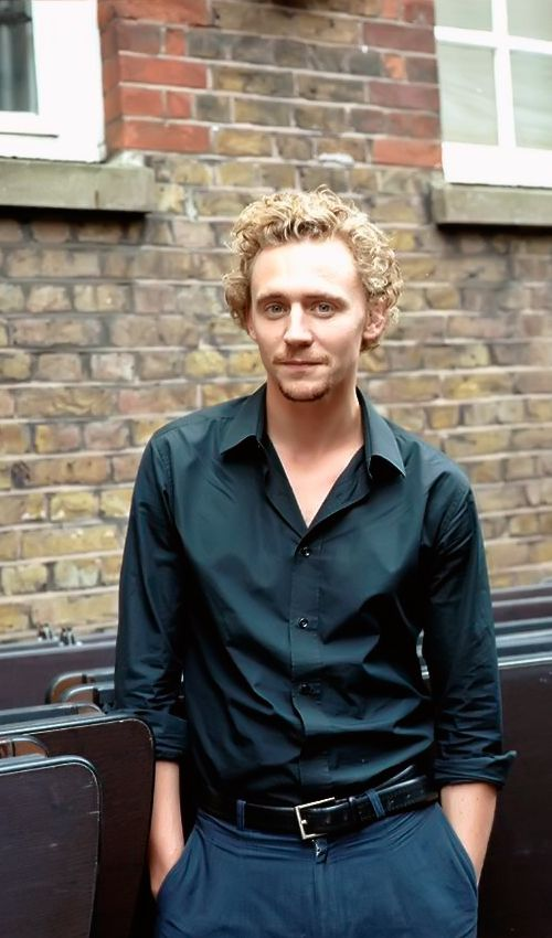 Tom Hiddleston by Julieta Sans for The Telegraph Magazine 2008. Source: http://www.willsanders.co.uk/ Via Torrilla. Full size image: http://ww4.sinaimg.cn/large/6e14d388ly1fb6gaggjc4j20nn0npaej0.jpg