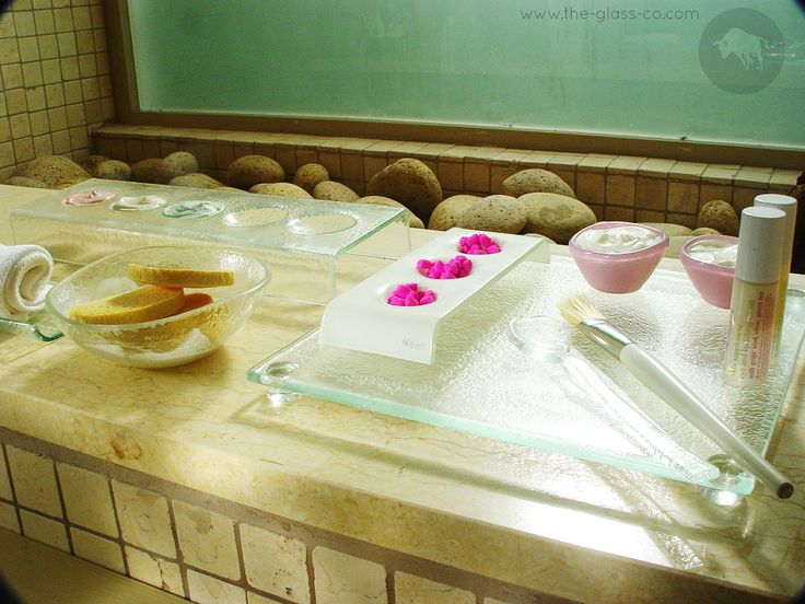 #Spa #Set Spa treatment tray with facial bowl in luxury spa handmade glass setup designed by www.the-glass-co.com for hotels and salons