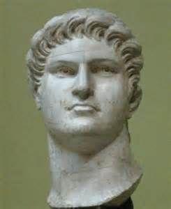 Keizer nero was een keizer van het tijdvak Grieken en Romeinen hij was keizer op 13 oktober tot en met 9 juni 68 en hij was de geadopteerde zoon van claudius en de broer van britannicus en de neef van caligula
