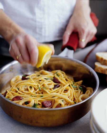 Linguine with Chorizo and calamari  surprise you with a fine, simple but special pasta. Using fresh ingredients is a pasta made quick and perfect as a starter or as a simple, uncomplicated meal. Image via: The Glitter Guide .  Ingredients for 2 persons:  300g linguine  100g chorizo   150 grams of squid   Olive oil   1 clove of garlic   1/2 bunch parsley, chopped   1/2 lemon   Salt and pepper   Preparation:  Cook linguine according to package information dente al. Cut a chorizo into…