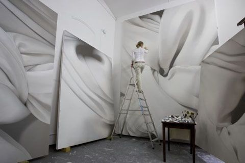 Alison Watt working on her beautiful large-scale paintings of twisted bed linen.