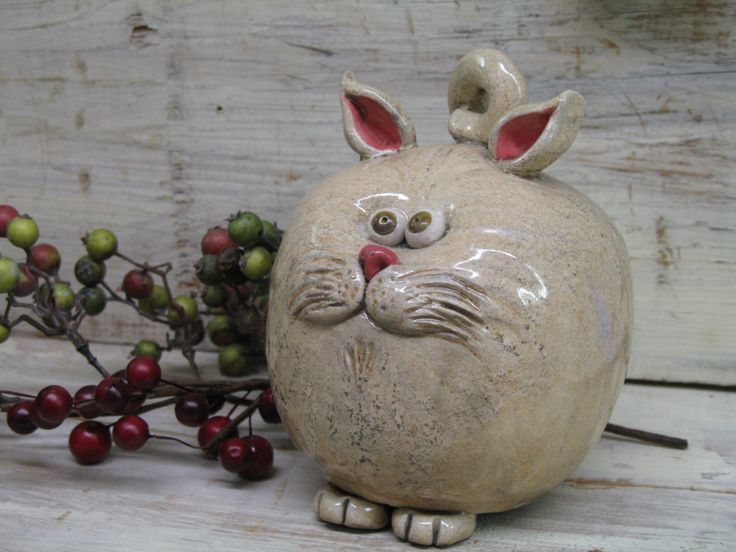 I'm going to have to try and make one of these!  Maybe I can start making a line of pottery banks...all different kinds of animals