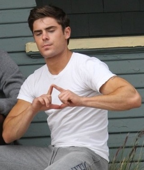 Zac Efron! He knows what to throw! Tri Delta