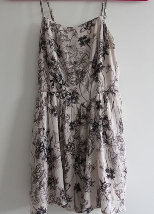 Buy my item on #vinted http://www.vinted.com/womens-clothing/rompers/20538918-urban-outfitters-floral-flowy-romper