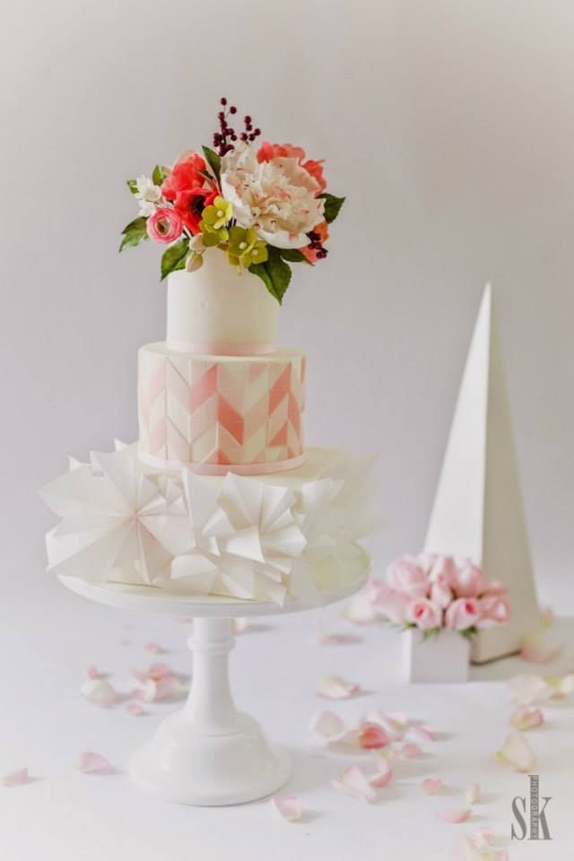Wedding Cakes with Adorable Details - via Sugar Penguin Cakery; photo: Sofia Kuan Photography