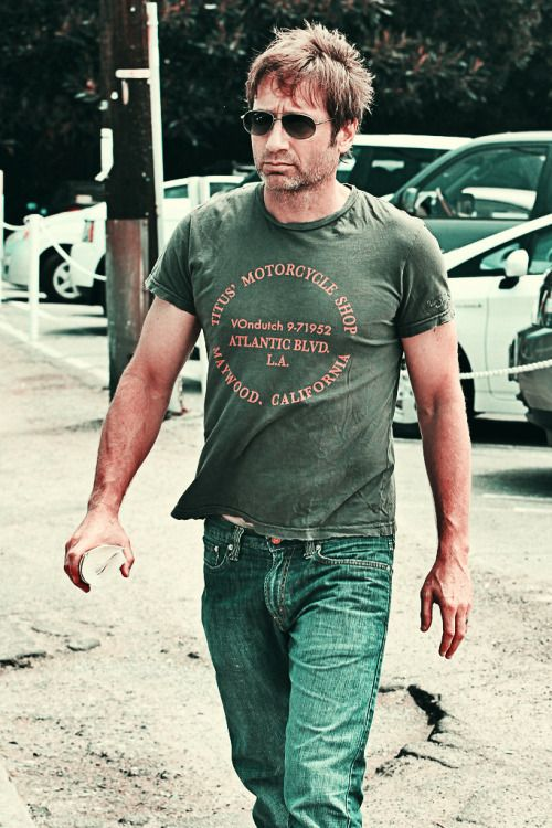 David Duchovny, that is not how one holds a book! Wtf, dude?! Other then that, this pic is hot af.