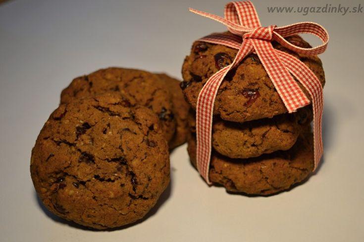 Višňovo-čokoládové cookies s orechmi