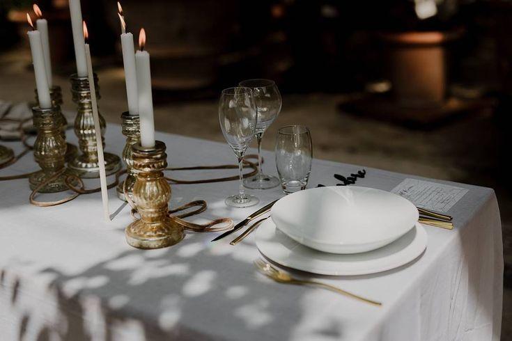 Wedding table setting in the Orto Botanico do Firenze | Greenhouse wedding | Tuscany wedding photographer