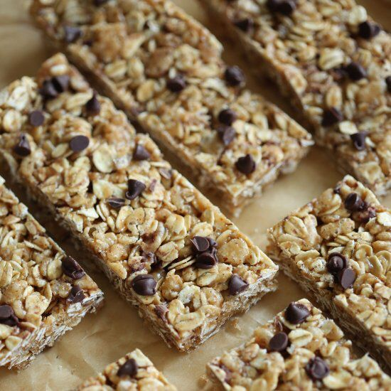 These No Bake Almond Butter Granola Bars are healthy, delicious and can easily be made in just 15 minutes!
