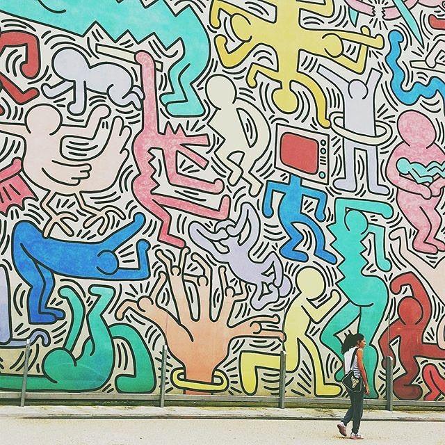 """Ecco il post di oggi de @iltirreno: """"Con il progetto #BeTuscan oggi @nicolacarmignani vi fa scoprire un angolo di Pisa forse poco conosciuto ma con un elevato valore artistico.  Città universitaria Pisa ospita moltissimi studenti che la rendono un centro culturalmente e socialmente vivace. Fu proprio uno studente Piergiorgio Castellani che nel 1989 portò in città un giovane sconosciuto della Pennsylvania a cui fu affidato il compito di dipingere un enorme murales.  Keith Haring pur essendo…"""