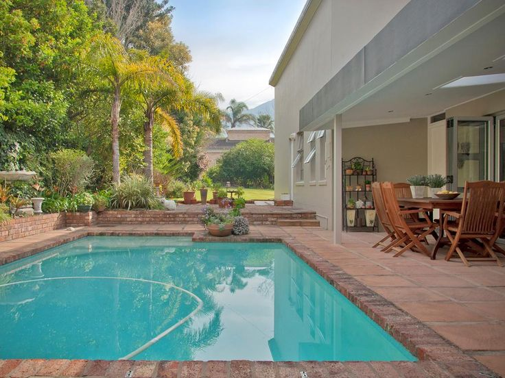 Heatherlands, 21 Plover Road - R2 585 000. Call: Donna 083 604 0611.