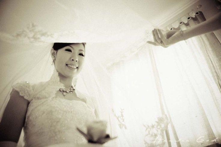 Beautiful bride :) Prewedding and Wedding Photoshoot by Hendra Goh contact us for photoshoot : katarinadyta@gmail.com