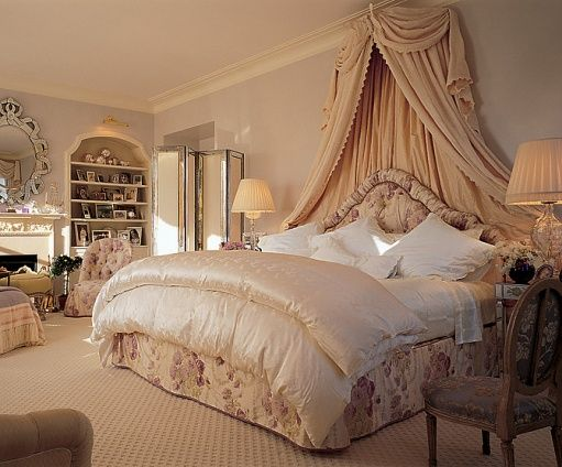25-Bedrooms-wish-Mariah-Carey-bedroom                                                                                                                                                                                 More