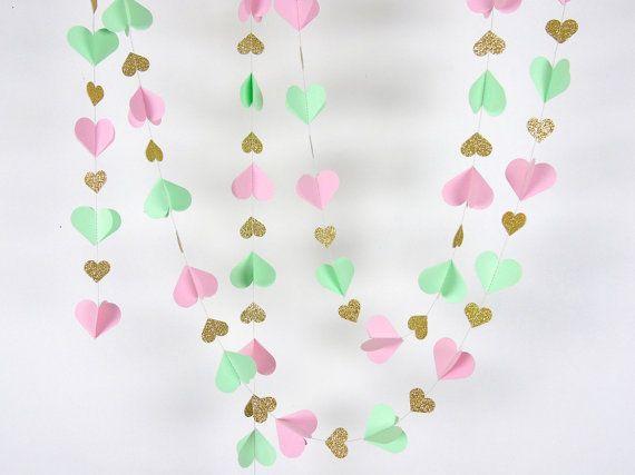 Guirnalda de papel de corazones en rubor menta y oro doble