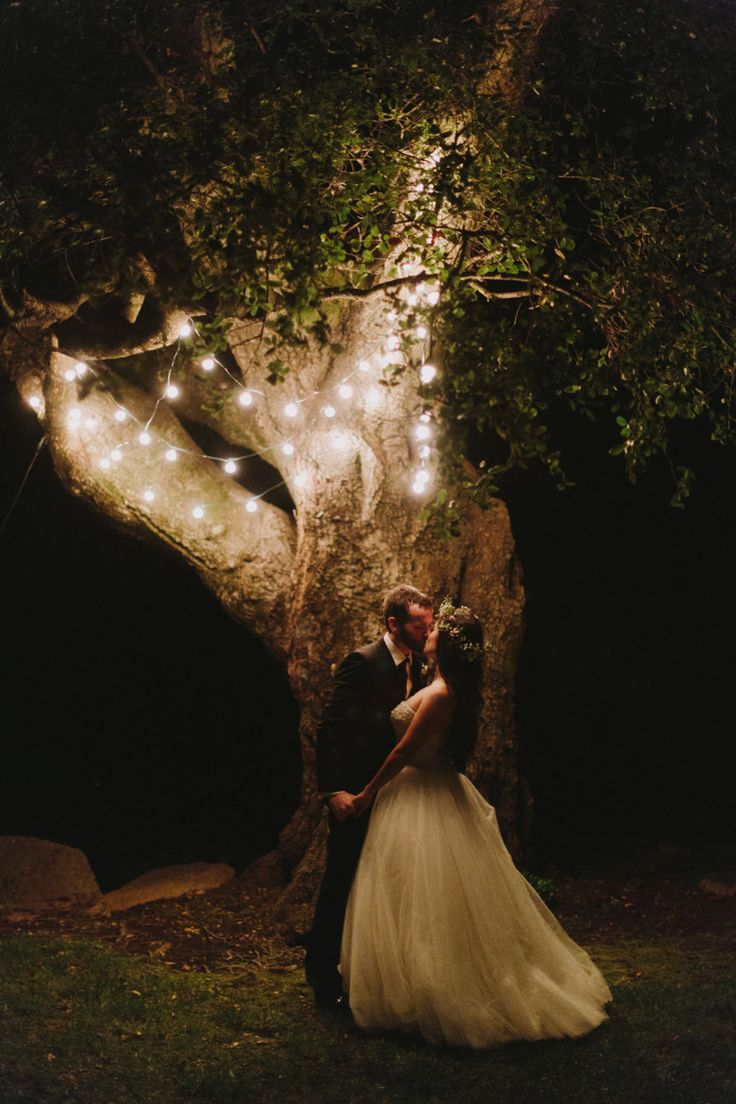So romantic! What a perfect shot, complimented with the perfect lighting