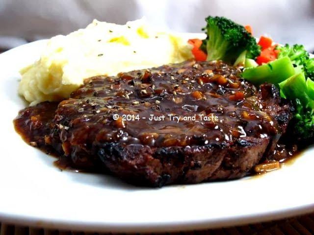 Steak daging sapi dengan saus lada hitam, kentang tumbuk dan sayur rebus   Just Try & Taste