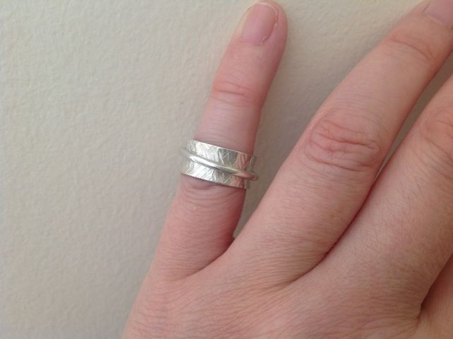 Sterling silver cross cut Spinner worry ring £24.00