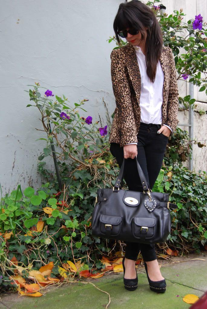 leopard blazer.: Leopard Blazer Outfit, Brand Stuff, Fashion, Casual Girls, Leopard Print Blazer, Style, Red Shoes, Bag
