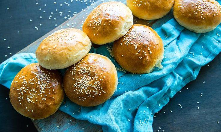 Sivs hjemmelagde hamburgerbrød er ekstra luftige og myke. De hjemmelagde hamburgerbrødene ble oppfunnet ved en tilfeldighet! Se oppskriften ->