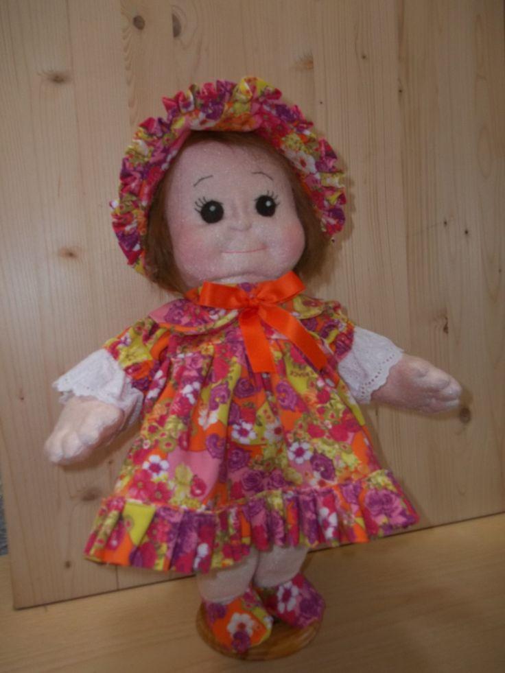 Soft Sculpture Doll LINDA. Tutta scolpita ad ago, corpo, mani, piedi, ginocchi, volto.