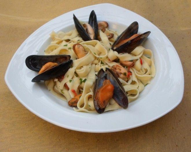 Italiaanse pasta met mosselen Italiaanse pasta met mosselen, met de nadruk op het Italiaanse, want Italiaanser dan dit kan het bijna niet worden. Slechts ee