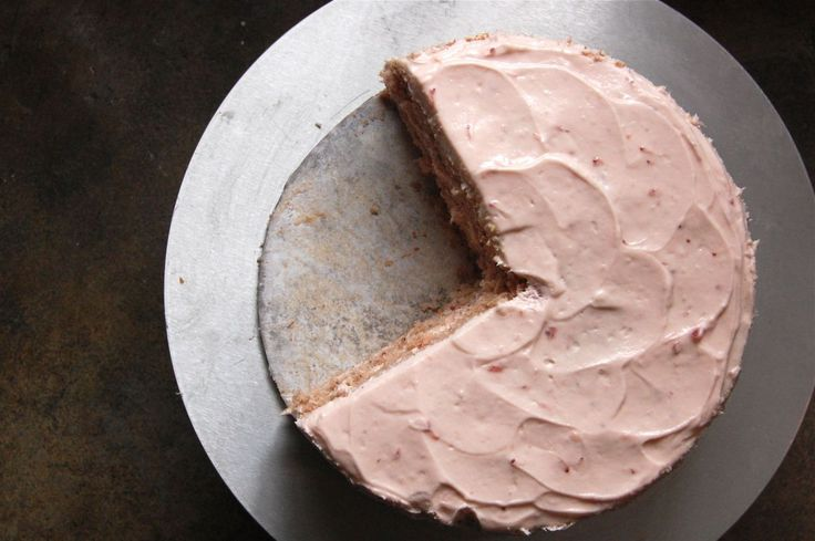Southern Strawberry Cake w/ Strawberry Cream Cheese Icing