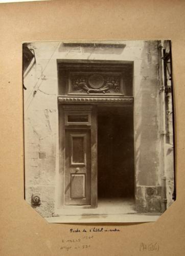 Porte d'un hôtel, 15 rue Champollion (ancienne rue des Maçons), 5ème arrondissement, Paris | Paris Musées