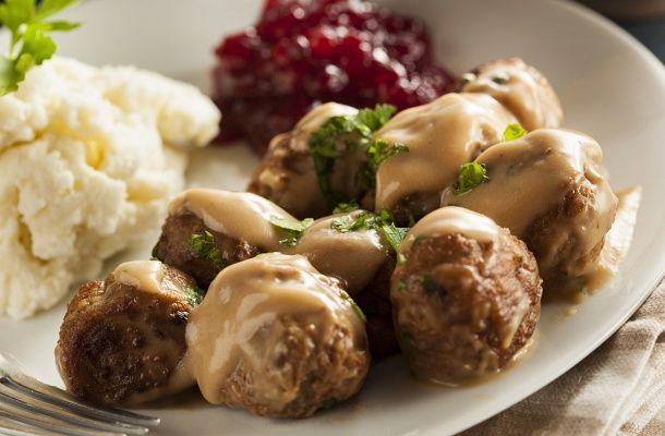 Nem kell svéd húsgolyóért a bútoráruházba menned, már otthon is elkészítheted a nagy kedvencet.