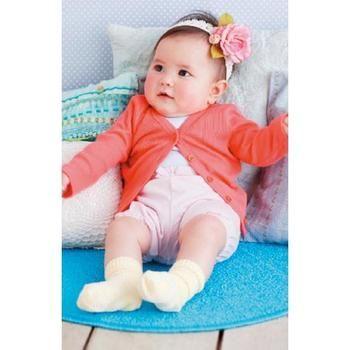 赤ちゃんに着せたいカーディガンのアイデア☆シンプルなピンクのカーデでかわいさUP♡