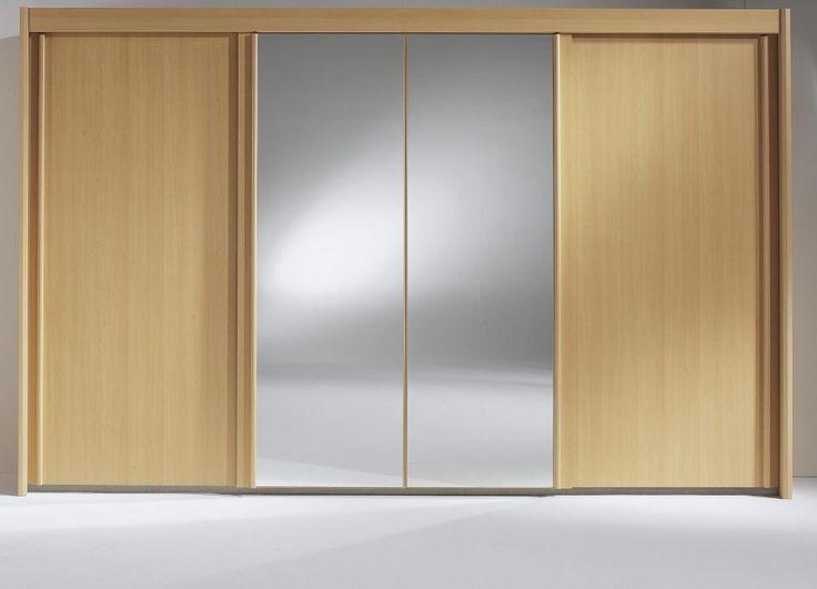 Grote 4 deurs kledingkast afgebeeld in de kleur beuken met 2 spiegels