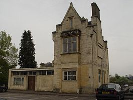 Cirencester Town railway station.jpg