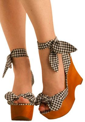 Too cute to be real :): Pin Up Shoes, Fashion, Pin Up Style, Summer Shoes, Black White, Feet, Wedges, Pinup, High Heels