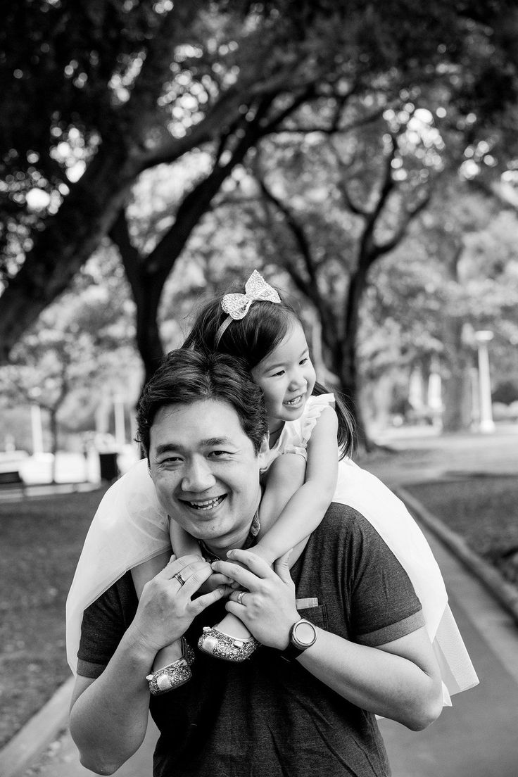 Daddy's little girl xxx love this family portrait of Dad and Daughter playing in the park #familyphotos #kidsphotography by gm photographics