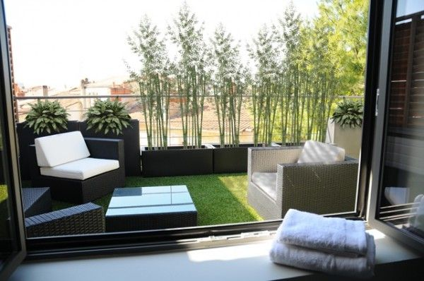 erba sintetica terrazzo divano